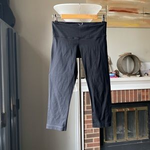 Black lululemon Capri cropped pants